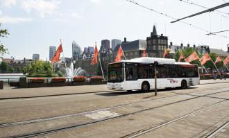 Rotterdam en Den Haag besteden busvervoer niet aan