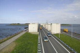 Fluor probeert aanbesteding Afsluitdijk zelf binnen te halen