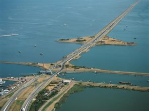 Renovering Afsluitdijk 81 miljoen euro goedkoper