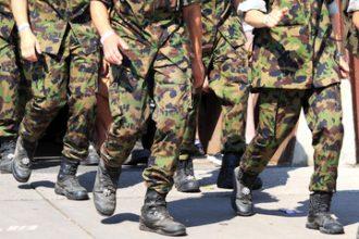 Militairen moeten zelf kleding kopen