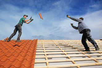 ACM onderzoekt prijsafspraken dakdekkers