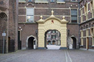 Vriendjespolitiek rond renovatie Binnenhof?